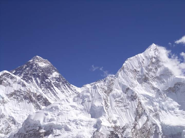 mount everest and mount nuptse view from kalapatthar